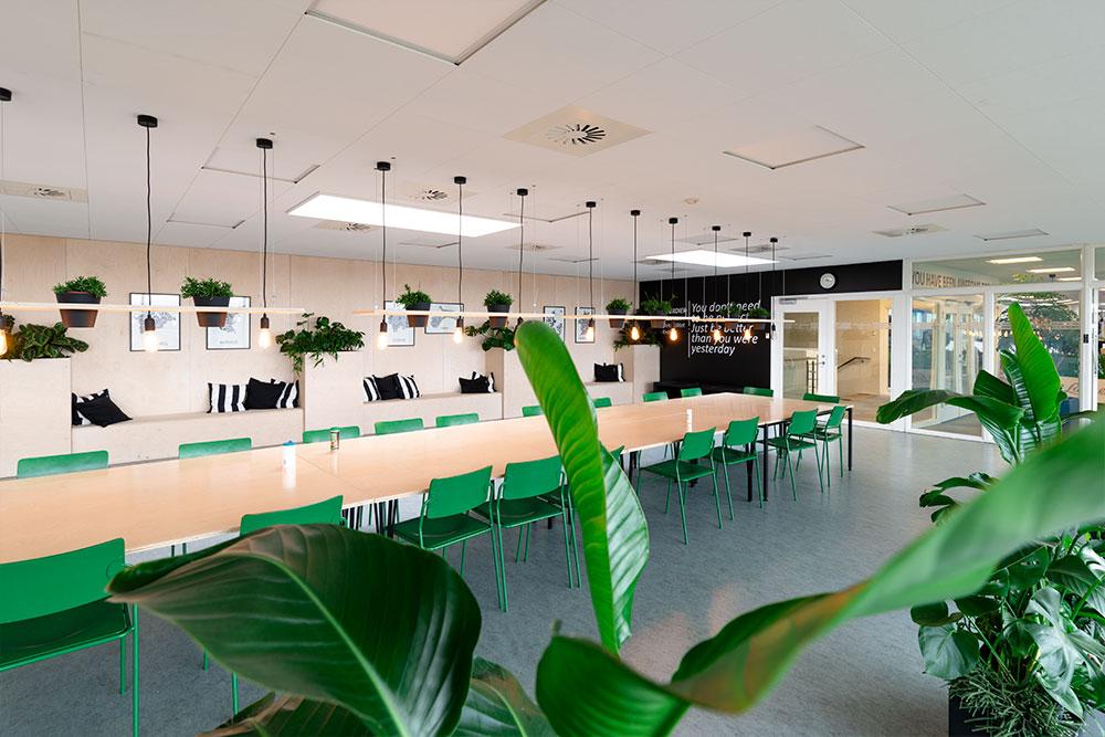 frokoststue med planter, grønne stole, Ole Larsen